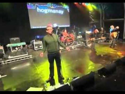 The Proclaimers - I'm Gonna Be (500 Miles) Live At Stirling Castle 2012